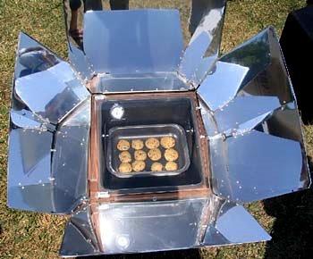 Cuiseur solaire a panneaux